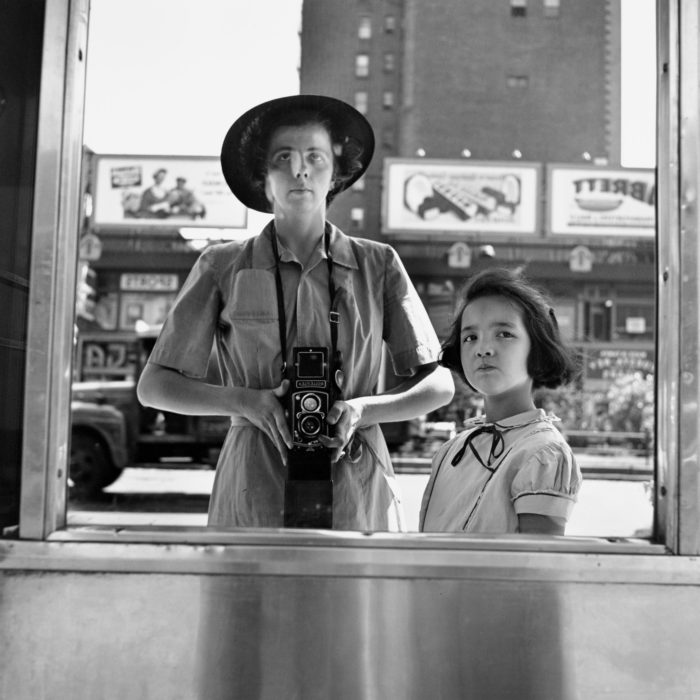 Vivian Maier Autorretrato, Nueva York, 1953 © Vivian Maier/Maloof Collection, Cortesía Howard Greenberg Gallery, Nueva York